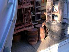 大量の植木鉢や棚を処分