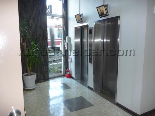 養生前のエレベーター付近