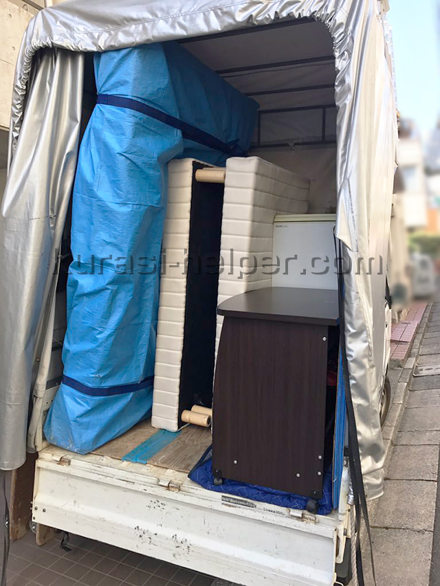 ダブルベッドのマットレスを立てた状態で積める軽トラック