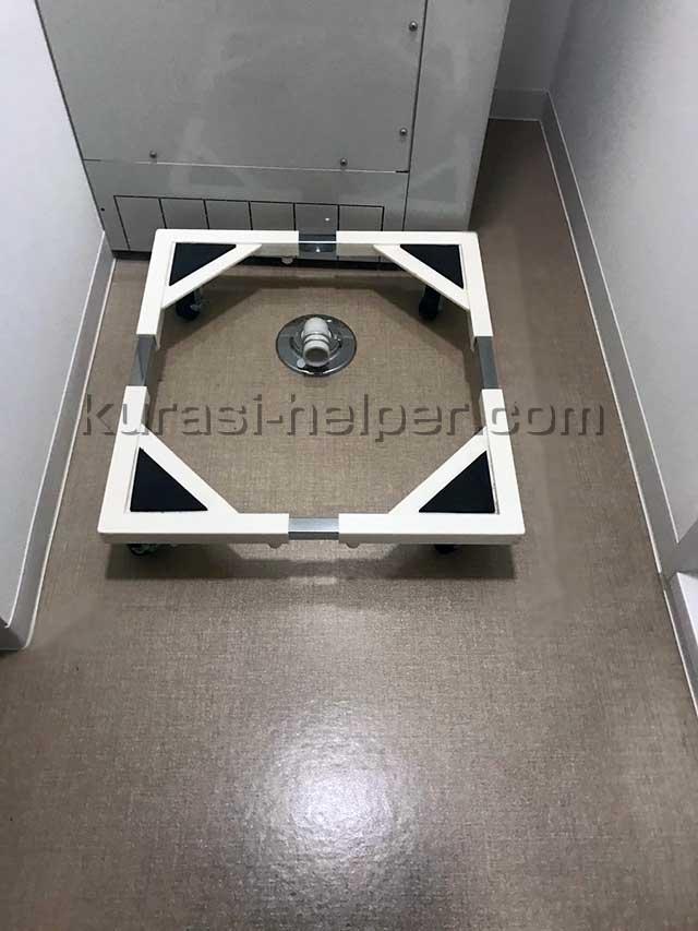 洗濯機のかさ上げに使う台。キャスター付き。