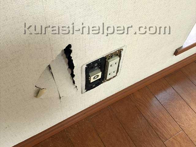 壁にできた穴
