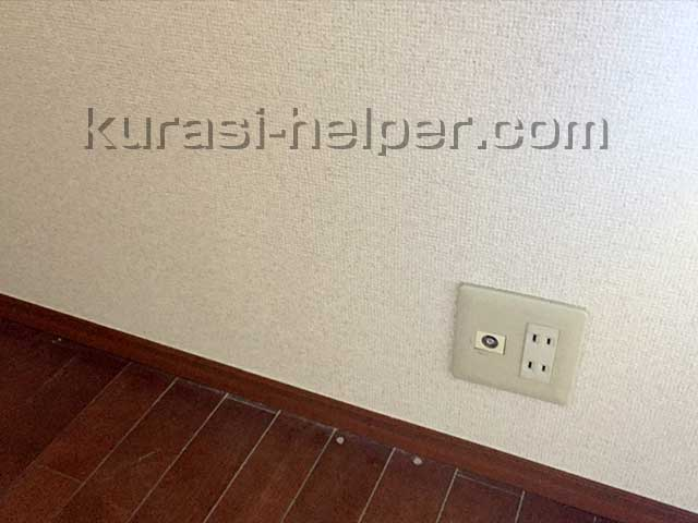 壁の穴をふさいで壁紙を貼り直した後の様子
