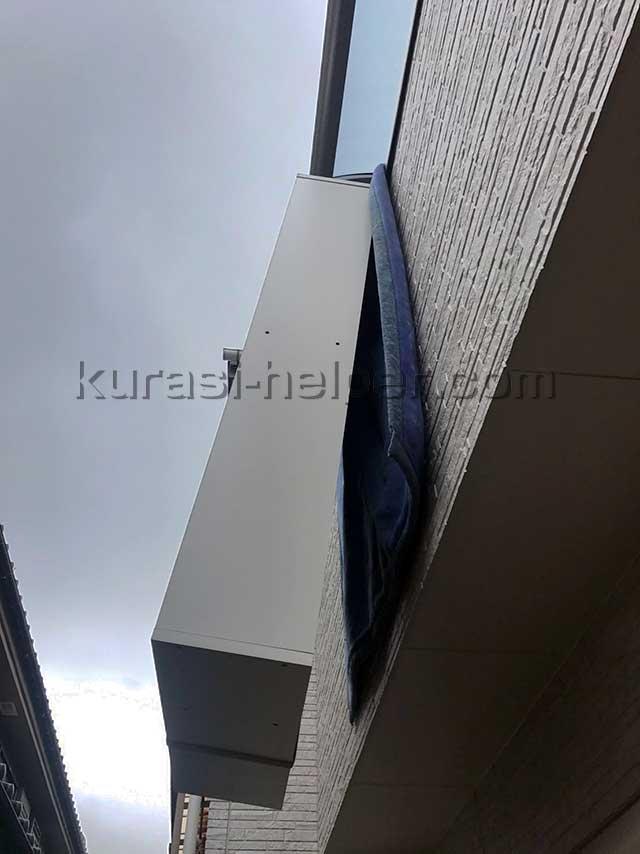 IKEAの家具を窓から吊り下げて搬出