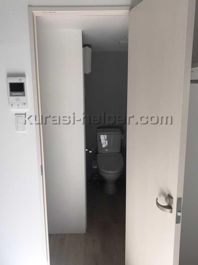 洗濯機置き場に通じるドア付近