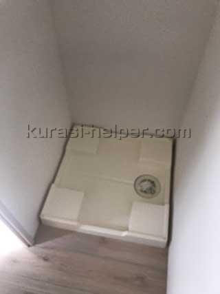 周囲にスペースの余裕がない洗濯機置き場