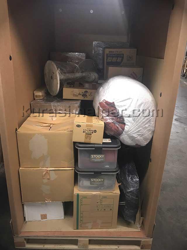 軽トラックで運搬した荷物をKlassyの箱に入れた様子