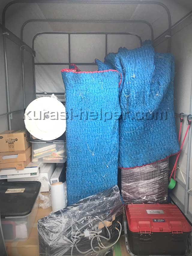 トランクルームサービス「Klassy」で保管する荷物を軽トラックに積んで運搬