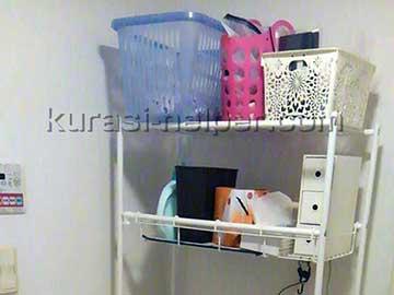 洗濯機用の棚と小物類