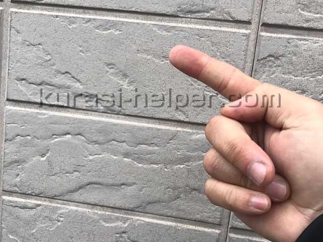 アパート外壁の塗装の劣化状況を確認