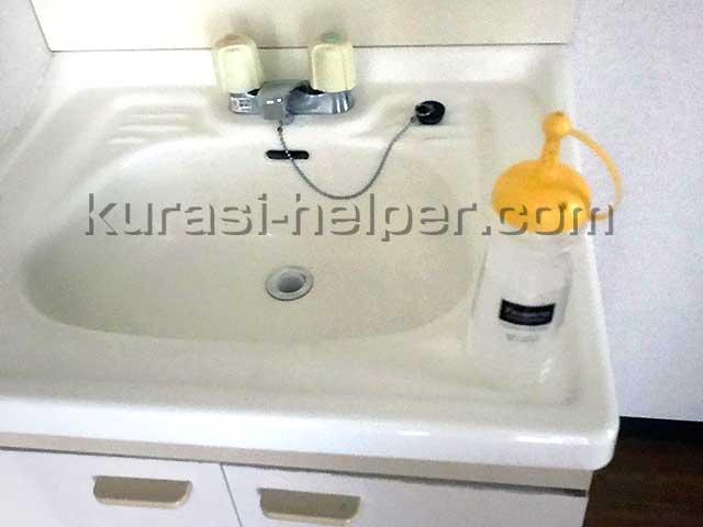アパート空き室の洗面用シンクをチェック