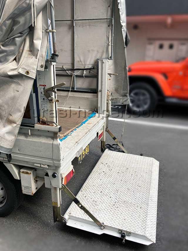 荷台にパワーゲートが付いている軽トラックがあります